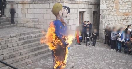 В Хорватии сожгли чучела гей-пары с ребенком
